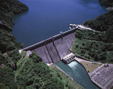 フライアッシュを利用したコンクリートダム(電源開発㈱田子倉ダム)